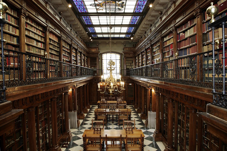 Las 10 mejores bibliotecas para visitar en espa a for Biblioteca de la uned madrid