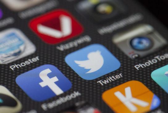 ¿Es adecuado que alumnos y profesores sean amigos en redes sociales?