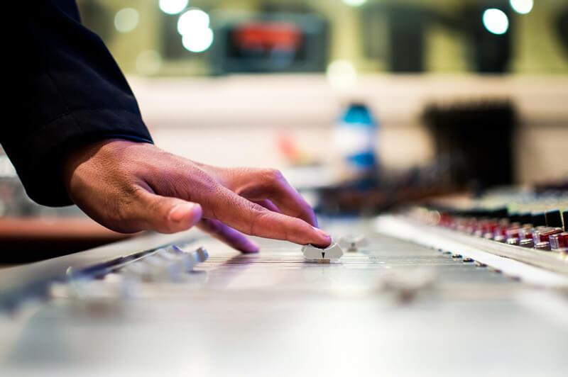 Ventajas del aprendizaje de radio y televisión en educación