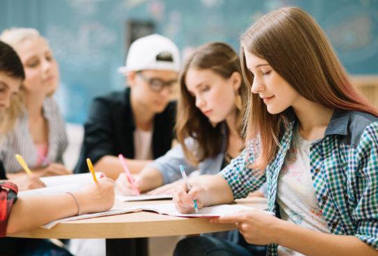 Qué es y cómo practicar el brainstorming en el aula