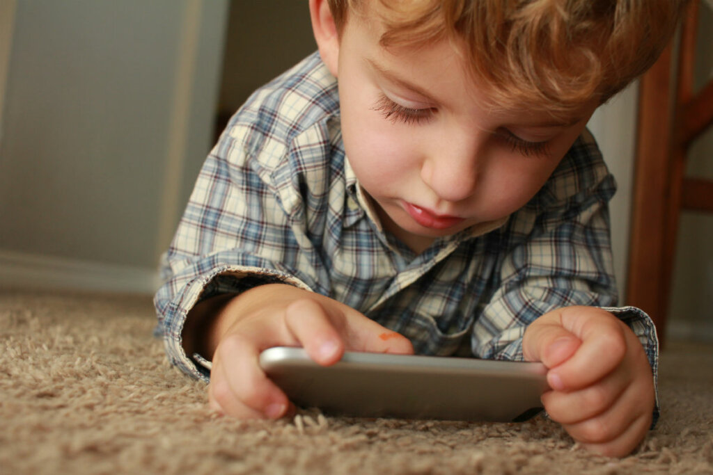 ciberseguridad como proteger a los niños en la escuela